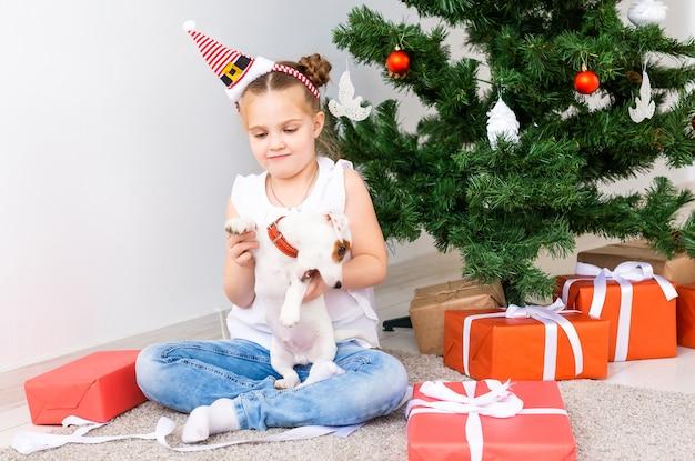 Concepto de navidad, mascotas y vacaciones.