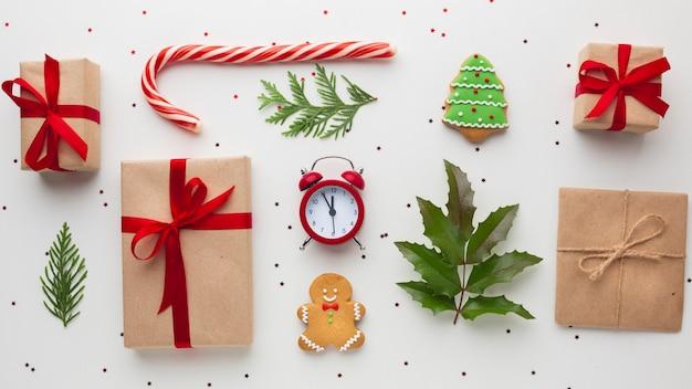 Concepto de navidad con regalos en una mesa