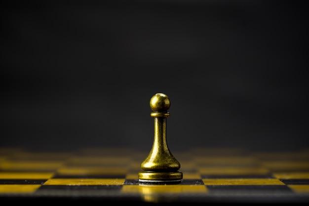 Concepto de negocio de ajedrez, líder y éxito