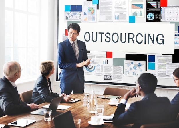 Concepto de negocio de contrato de tareas de función de subcontratación