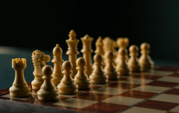 Concepto de negocio y estrategia, juego de ajedrez en vintage