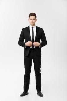Concepto de negocio: guapo, feliz, sonrisa, joven, guapo, chico, en, elegante, traje, posar, encima, aislado, fondo gris.