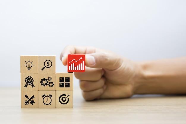 Concepto de negocio para el proceso de éxito de crecimiento.