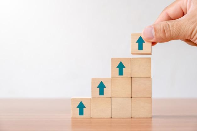 Concepto de negocio de trayectoria profesional de escalera y proceso de éxito de crecimiento