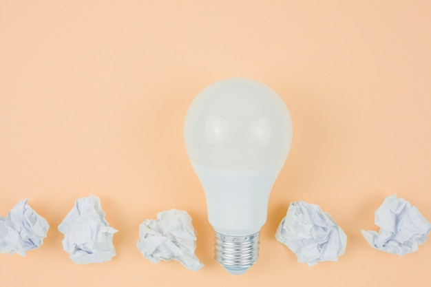 Concepto de negocios con bombilla de luz