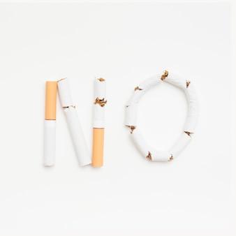 Concepto de no fumar sobre fondo blanco