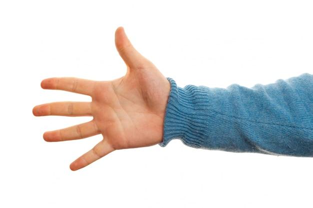 Concepto de número cinco con la mano sobre fondo blanco
