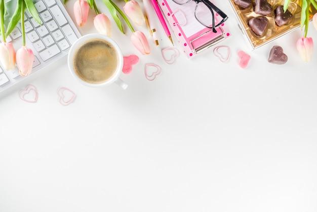 Concepto de oficina de mujer primavera flatlay