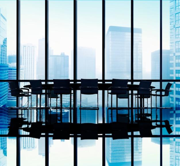 Concepto de la oficina de la sala de juntas de la mesa de reuniones
