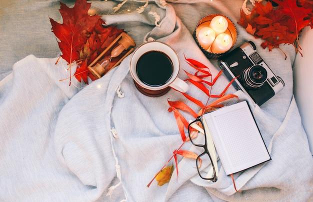 Concepto de otoño y vacaciones. lay flat