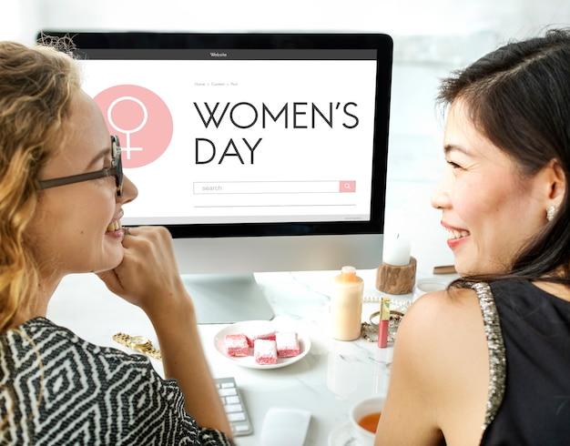 Concepto de página web del símbolo del día de la mujer