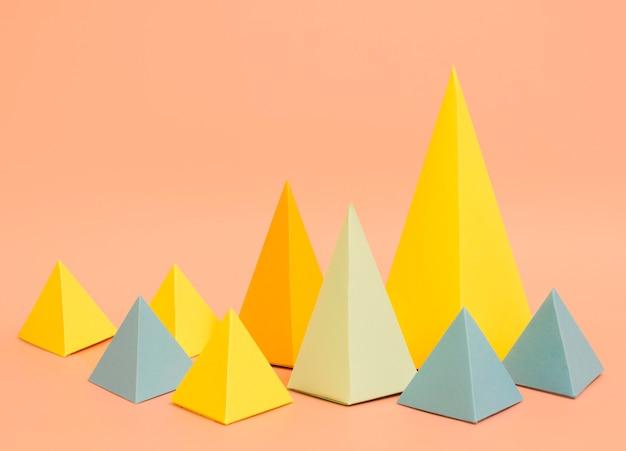 Concepto de papel colorido triángulos