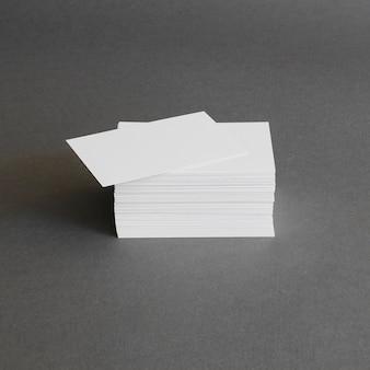 Concepto de papelería con montón de tarjetas de visita