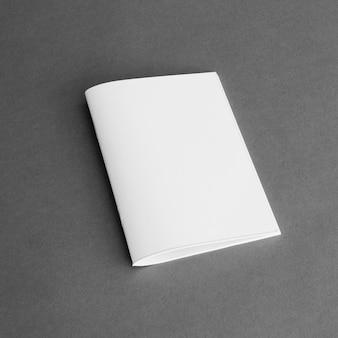 Concepto de papelería con página de papel