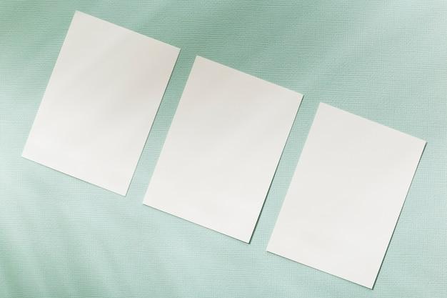 Concepto de papelería tarjetas en blanco