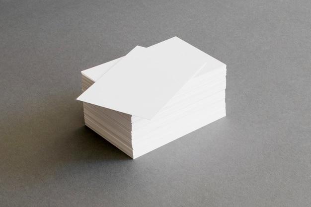 Concepto de papelería con tarjetas de visita