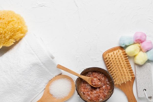 Concepto de paquete de spa con productos naturales.