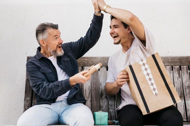 Concepto para el día del padre con regalo