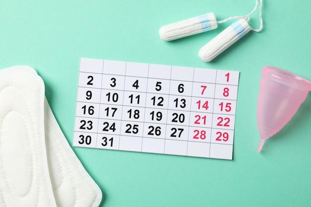 Concepto del período de la menstruación en la superficie de menta