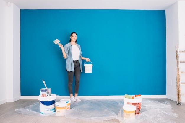 Concepto de pintura con equipamiento