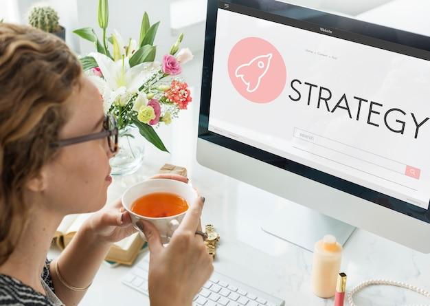Concepto de plan de lanzamiento de nuevos negocios de estrategia