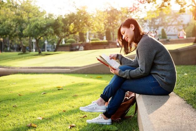 Concepto del planeamiento del plan de las ideas de la reunión de reflexión de la lectura
