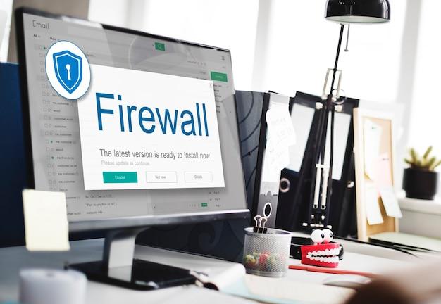 Concepto de precaución de seguridad de protección de alerta antivirus de firewall