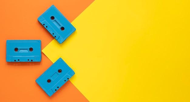 Concepto de radio con marco de casetes