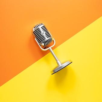 Concepto de radio con micrófono