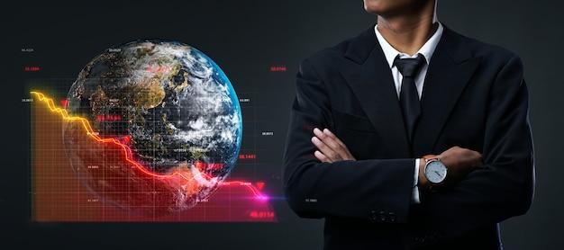 Concepto de recesión global. empresario asiático brazos cruzados