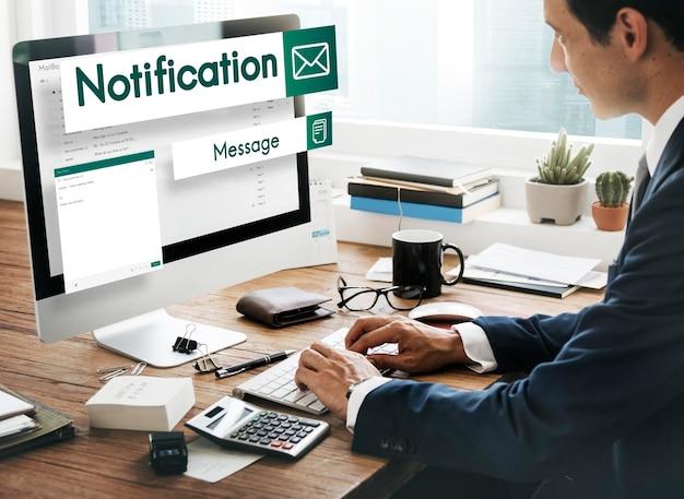 Concepto de redes sociales de conexión de comunicaciones globales de correo electrónico