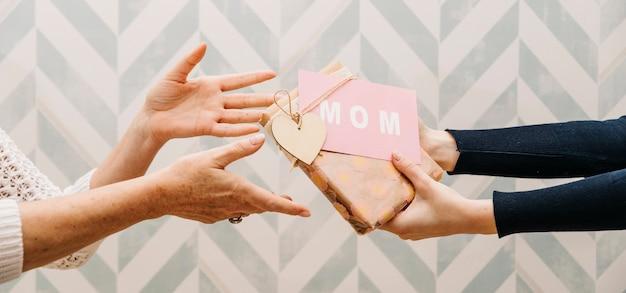 Concepto de regalar para el día de la madre