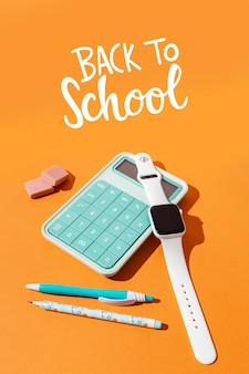 Concepto de regreso a la escuela con calculadora