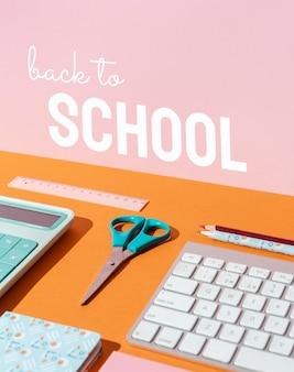Concepto de regreso a la escuela con teclado