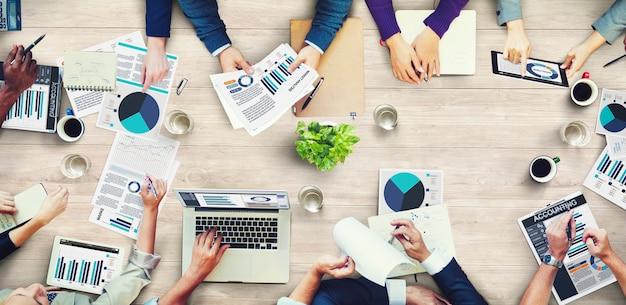 Concepto de reunión de negocios de contabilidad de análisis de marketing