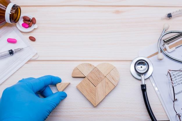 Concepto de salud y cuidado. bienestar y salud. examen físico y verificador de enfermedades cardíacas