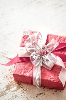 Concepto de san valentín y día de la madre, caja de regalo roja
