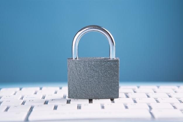 Concepto de seguridad informática y de internet.