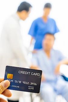 Concepto de seguro de salud de tarjeta de crédito
