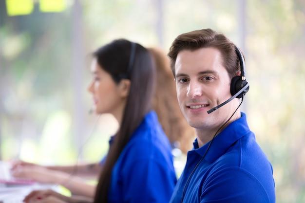 Concepto de servicio de centro de llamadas