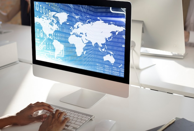 Concepto de software de tecnología de dígitos de código binario global