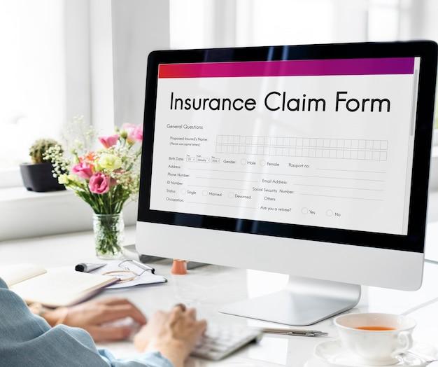 Concepto de solicitud de documento de formulario de reclamación de seguro