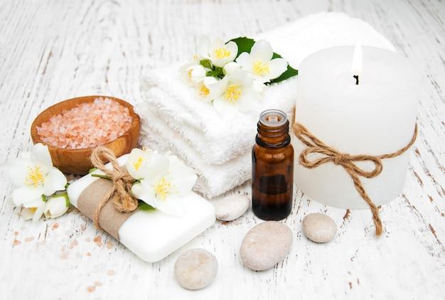 Concepto de spa con flores de jazmín.