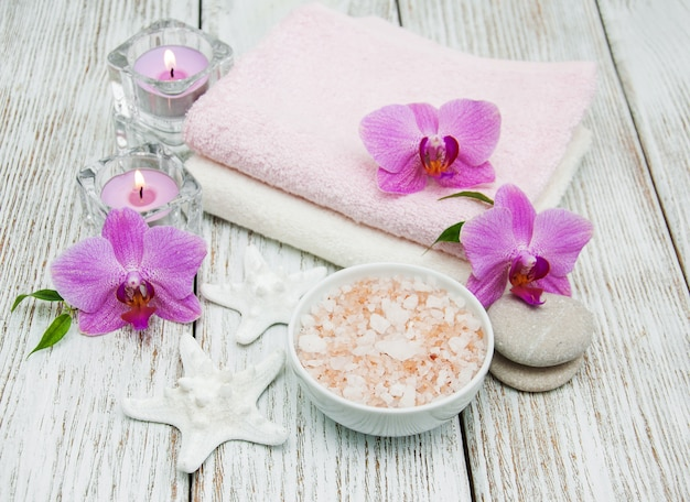 Concepto de spa con orquídeas rosas