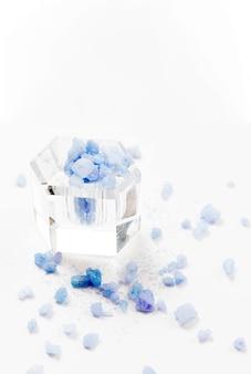 Concepto de spa de sal de baño minimalista