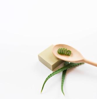 Concepto de spa saludable y cuchara y jabón