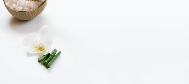 Concepto de spa saludable y flores copia espacio