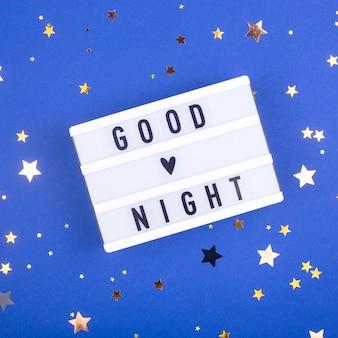 Concepto de sueño saludable - inscripción de buenas noches en azul.