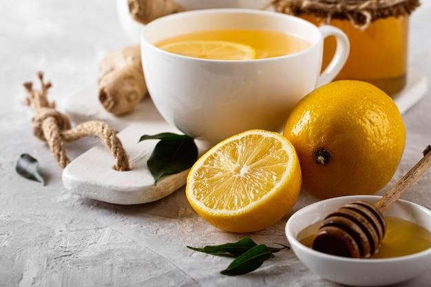 Concepto de té de limón delicioso y saludable