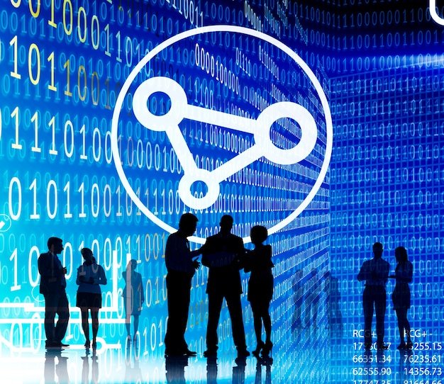 Concepto de tecnología de intercambio de código binario de personas de negocios